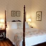 Roscommon Room four poster bed wih two lamps