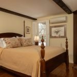 Carriage House Room Eldredge four poster bed